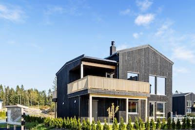 Kundetilpasset visningsbolig 2+ med integrert garasje på Solberg 62 (BK7 tomt 1). Ta kontakt med boligkonsulent Jan Erik Buarøy for visning.